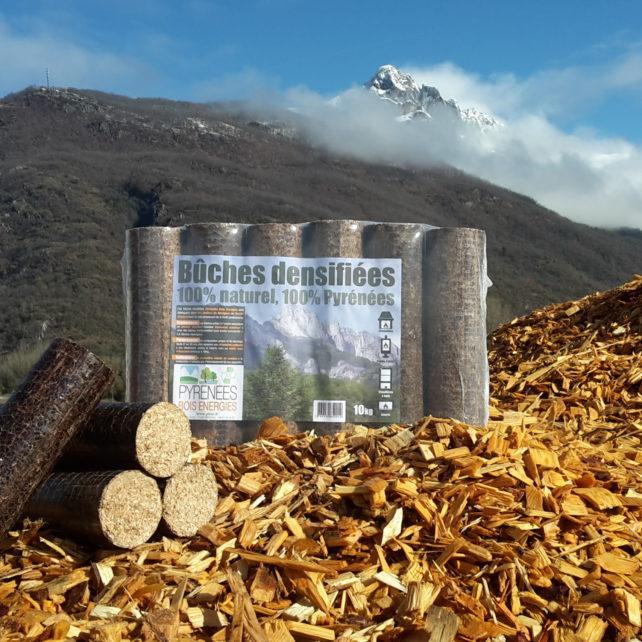 BUCHES DENSIFIEES: Faible empreinte carbone, fabrication en Midi-pyrénées Haut pouvoir calorifique ( > 4,7 kwh / kg ) 1 tonne de bûches densifiée équivaut à environ 3,5 stères de bois Facilité de manutention et de stockage, dimension du paquet de 6 bûches 30 /47 / 8 cm, poids 10 kg Faible taux d'humidité( < 12%) Faible taux de cendres ( < 0,7%) Prix: 3,50€ / paquet emporté magasin 308€ / palette de 96 paquets ( 960 kg ) Livraison: nous consulter